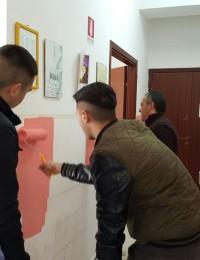 Gli alunni pitturano la sede di Locri